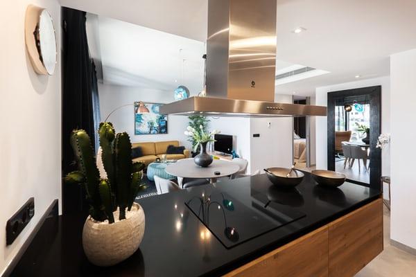 Ile kosztuje kuchnia na wymiar z meblami z litego drewna w fantazyjnym stylu