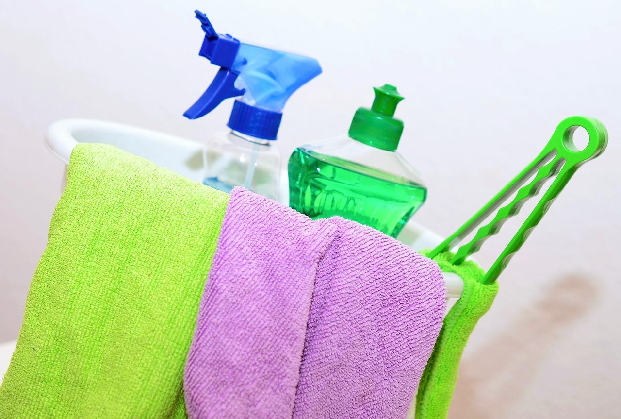 Postaw na uniwersalne środki czyszczące i niższe koszty sprzątania