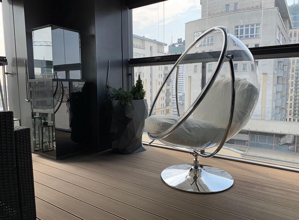 Fotel wiszący dla salonu a może do ogrodu? Sprawdź zalety tego wyjątkowego mebla.